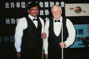 Tom Kollins pictured with Ajeya Prabhakar at the 2000 IBSF World Snooker Championship in China